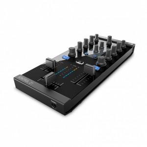 Mezclador-Controlador DJ 2 Canales Native Instruments Traktor Kontrol Z1 angle