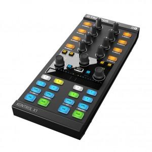 Controlador de Software DJ Native Instruments Traktor Kontrol X1 MKII angle